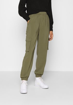 VMCOCO PANT - Cargo trousers - ivy green
