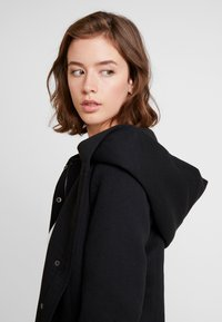 ONLY - ONLSEDONA LIGHT SHORT JACKET - Chaqueta fina - black - 5