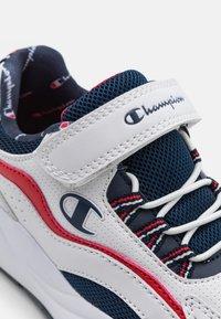 Champion - LOW CUT SHOE RECESS UNISEX - Chaussures d'entraînement et de fitness - white - 5