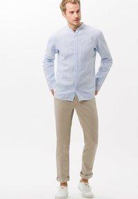 BRAX - STYLE CHUCK - Straight leg jeans - beige - 1