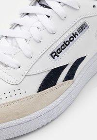 Reebok Classic - CLUB C REVENGE UNISEX - Matalavartiset tennarit - footwear white/core black - 5