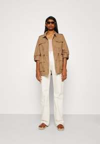 ONLY - ONLMAYA LIFE UTILITY JACKET  - Lett jakke - toasted coconut - 1