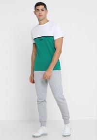 Lacoste Sport - CLASSIC PANT - Teplákové kalhoty - silver chine - 1