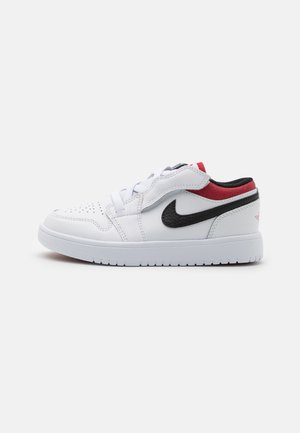 LOW ALT UNISEX - Basketball shoes - white/gym red/black
