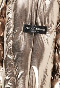 Frieda & Freddies - STEPPJACKE VANESSA MIT OVERSIZE SCHNITT - Winter jacket - gold - 6