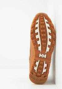 Helly Hansen - CALGARY - Outdoorschoenen - honey wheat/angora - 4