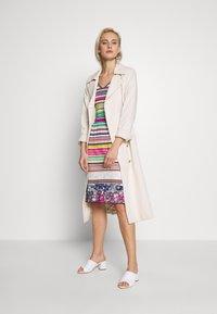 Ivko - STRIPED DRESS - Strikket kjole - white - 1
