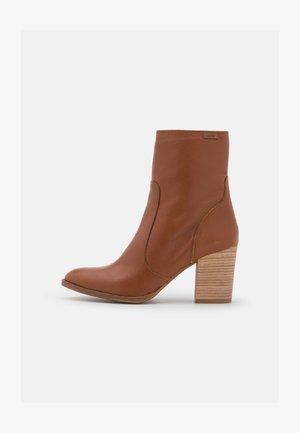 UMA - Classic ankle boots - vermut