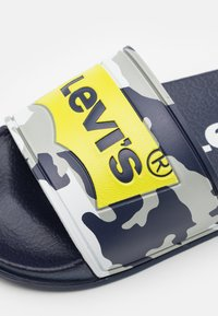 Levi's® - POOL UNISEX - Sandalias planas - navy/lime - 5