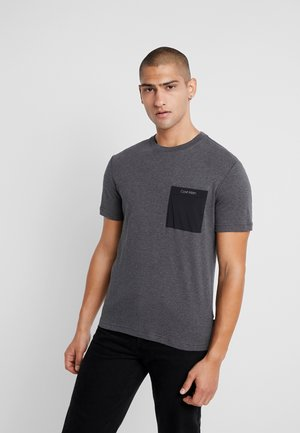 MIX MEDIA POCKET - T-shirt - bas - grey