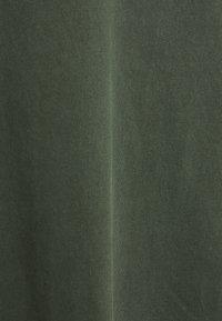 Neuw - BAND TEE - Jednoduché triko - dark military - 6