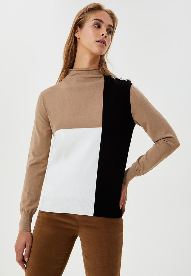 WITH COLOUR BLOCK - Maglione - camel