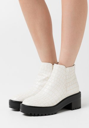 VMMELBA BOOT - Kotníkové boty na platformě - birch