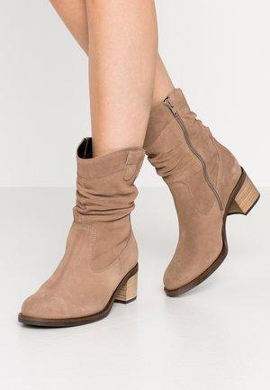 Kotníkové boty - desert