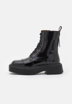 BANKSIA - Kotníkové boty na platformě - black