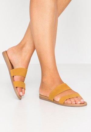 DRABETH - Pantofle - other yellow