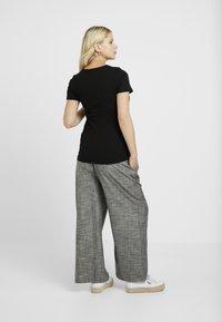 New Look Maternity - POPPER - Print T-shirt - black - 2