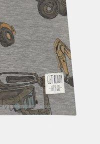 Name it - NMMDONNISO - Print T-shirt - grey melange - 2