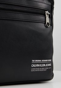 Calvin Klein Jeans - FEATHER WEIGHTMINIMAL - Ryggsäck - black - 7