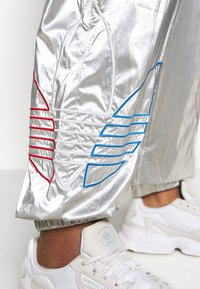 adidas Originals - JAPONA - Tracksuit bottoms - silver