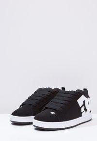 DC Shoes - COURT GRAFFIK - Skateboardové boty - black - 2