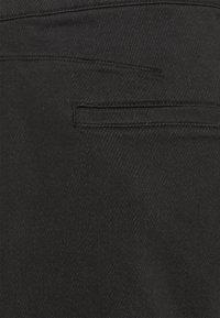 rag & bone - LOUNGE UTILITY JOGGER - Pantalon classique - black - 2