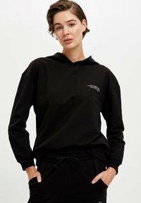 DeFacto Fit - Jersey con capucha - black - 4