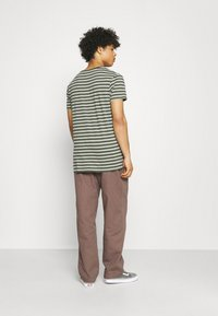 Obey Clothing - EASY PANT - Kangashousut - grey grape - 2