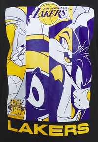 Outerstuff - NBA LOS ANGELES LAKERS SPACE JAM 2 MOD SQUAD TEE - Club wear - black - 5