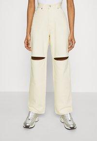 Weekday - BRAE TROUSERS - Jeans straight leg - vanilla - 0