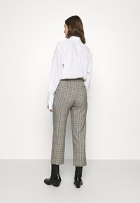 Sisley - TROUSERS - Chino - grey - 2