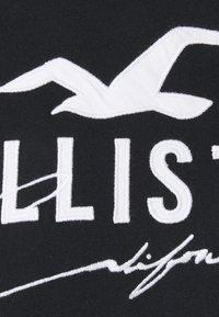 Hollister Co. - CORE TECH LOGO SOLIDS - Camiseta estampada - black - 2