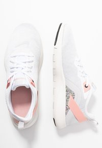 Nike Performance - FLEX TRAINER 9 - Kuntoilukengät - vast grey/white/coral stardust/phantom - 1