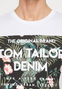 TOM TAILOR DENIM - T-shirt imprimé - white - 4