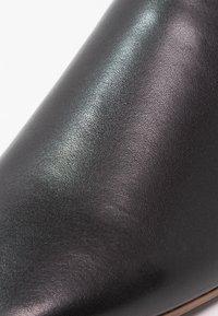 Vagabond - AYDEN - Slippers - black - 6