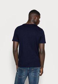 Jack & Jones - JJECORP LOGO TEE O-NECK - T-shirt z nadrukiem - navy blazer - 2