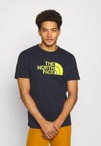 The North Face - M S/S EASY TEE - EU - Print T-shirt - dark blue/mustard yellow - 0