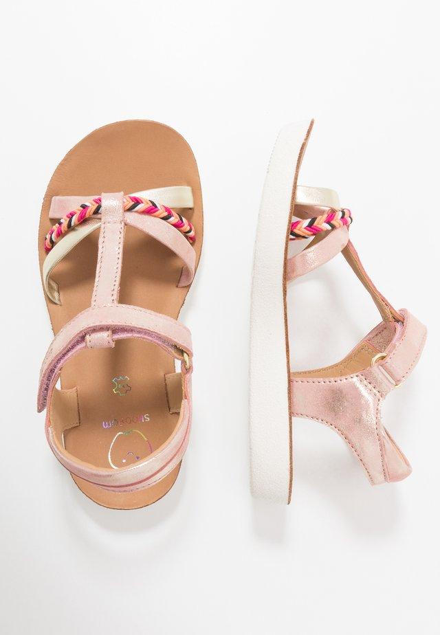 GOA SALOME - Sandaalit nilkkaremmillä - corail/platine