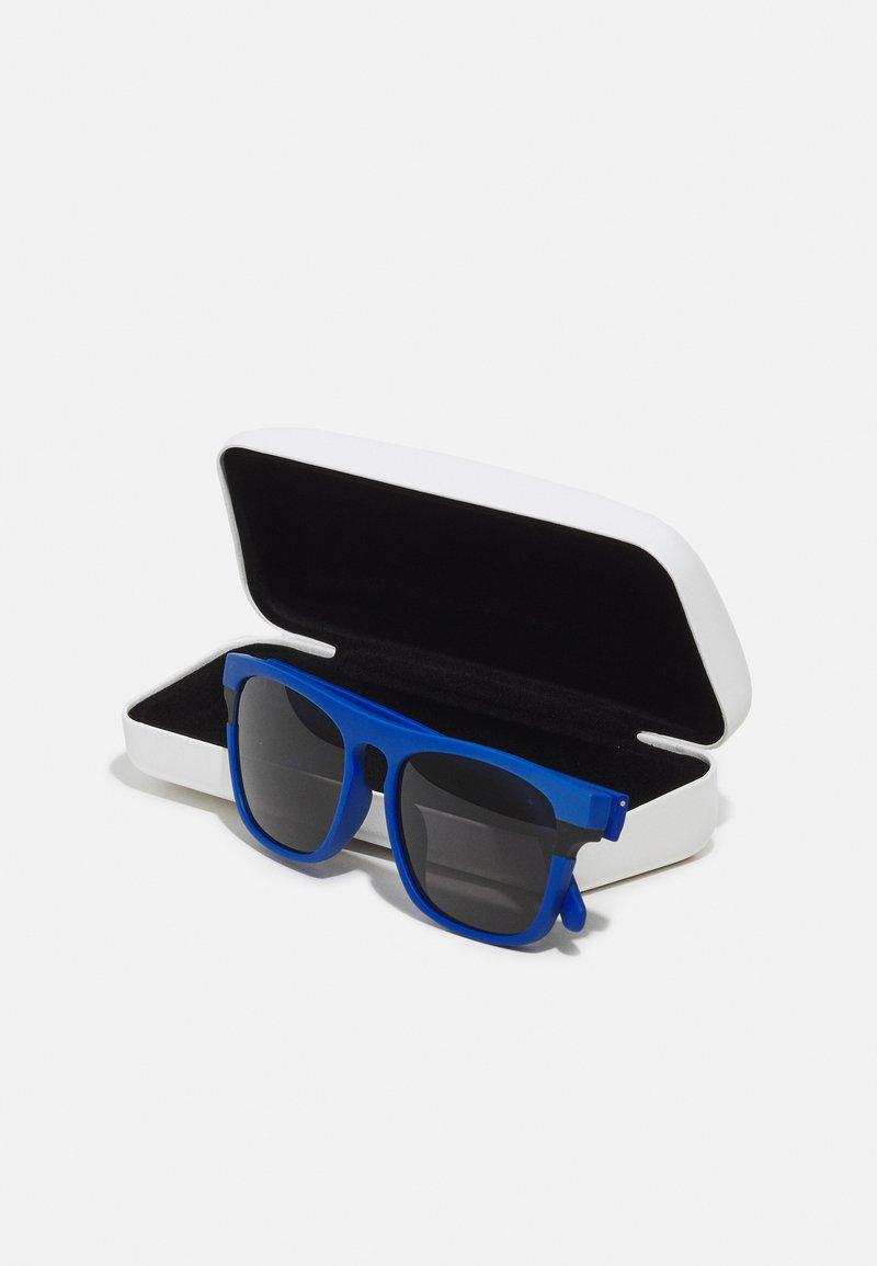 Calvin Klein Jeans - Sunglasses - matte blue
