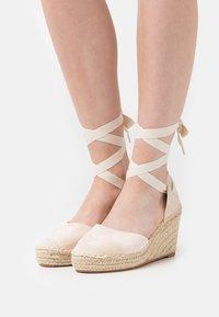 SassyClassy - Platform heels - creme - 0