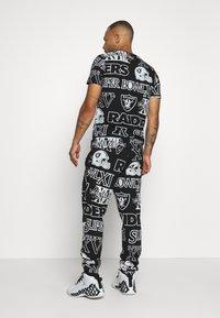 New Era - NFL  RAIDERS JOGGER OAKLAND RAIDERS - Klubové oblečení - black - 2
