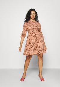 Glamorous Curve - SMOCKED BUBBLE SLEEVE DRESSES WITH ROUND NECK - Denní šaty - peach - 0