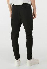 Bershka - Pantalon de survêtement - black - 2