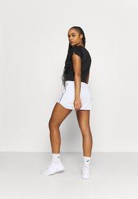ASICS - COURT SKORT - Sports skirt - brilliant white - 2