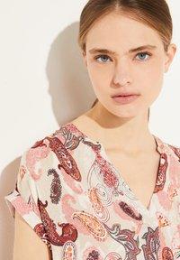 comma - Print T-shirt - rose summer paisley - 3