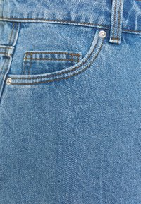 Vero Moda Curve - VMMIKKY RAW SKIRT MIX - Minigonna - light blue denim - 6