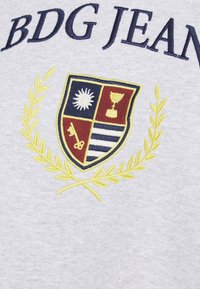 BDG Urban Outfitters - LARGE CREST EMBROIDERED CREWNECK - Sweatshirt - grey marl - 5