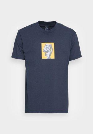 AT LAST - Print T-shirt - navy