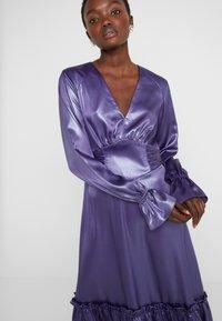 Three Floor - EXCLUSIVE DRESS - Vestido de cóctel - twilight purple/blue - 3
