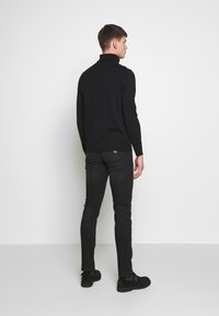 Emporio Armani - Džíny Slim Fit - denim nero - 2